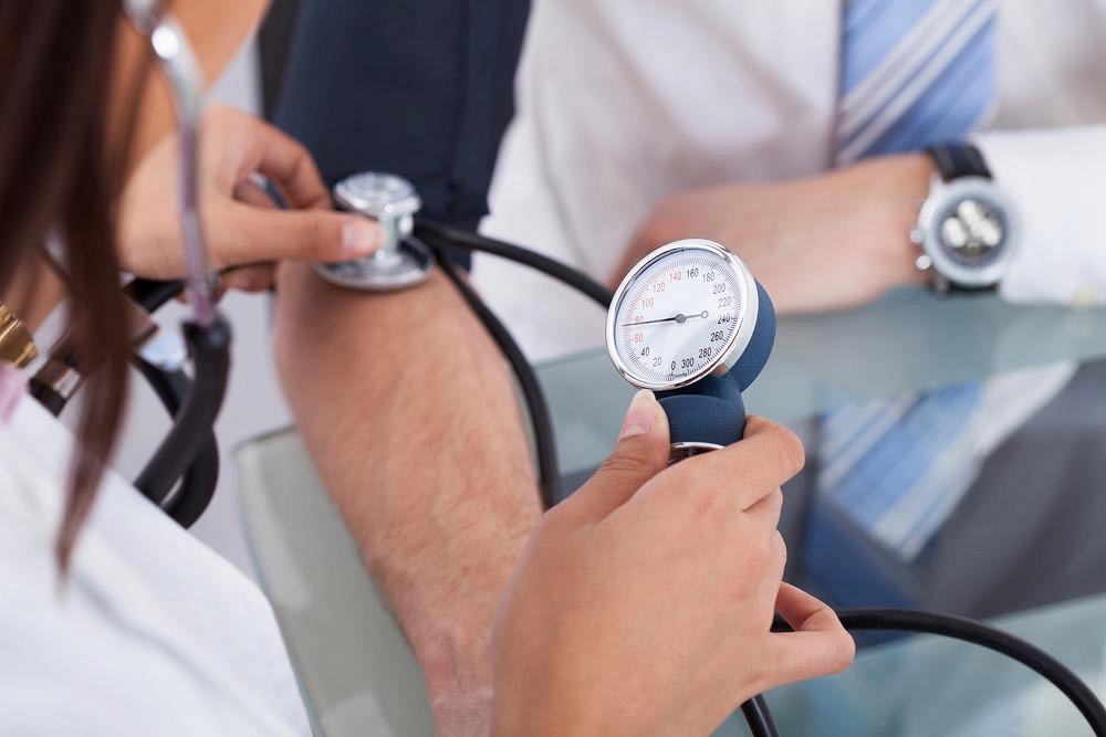 При резком повышении давления крови