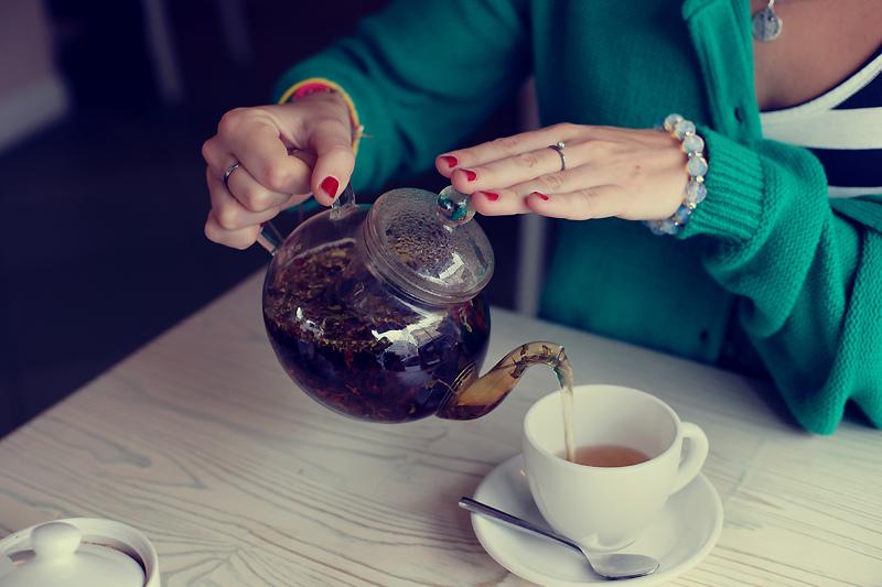 Изображение - Как черный чай влияет на давление человека S-pervymi-glotkami-chaya
