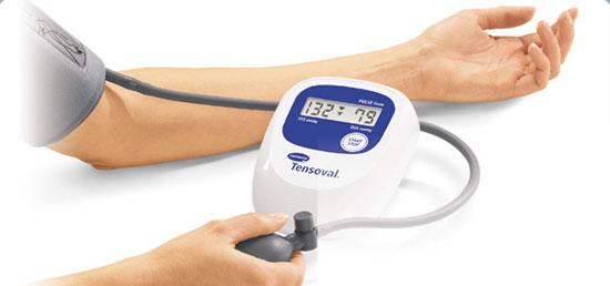Измерить тонометром кровяное давление